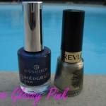 Manucure bleue et or