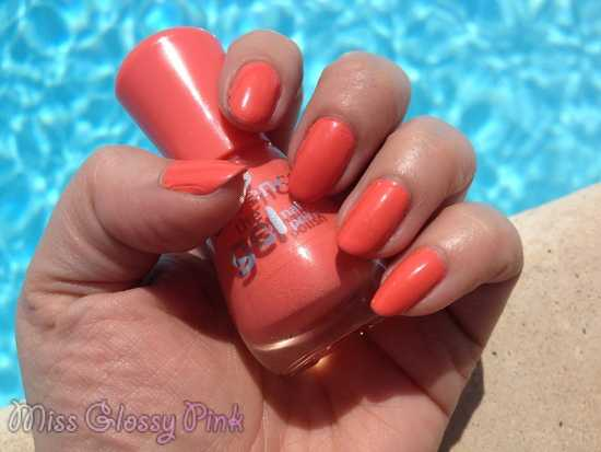 swatch vernis corail essence